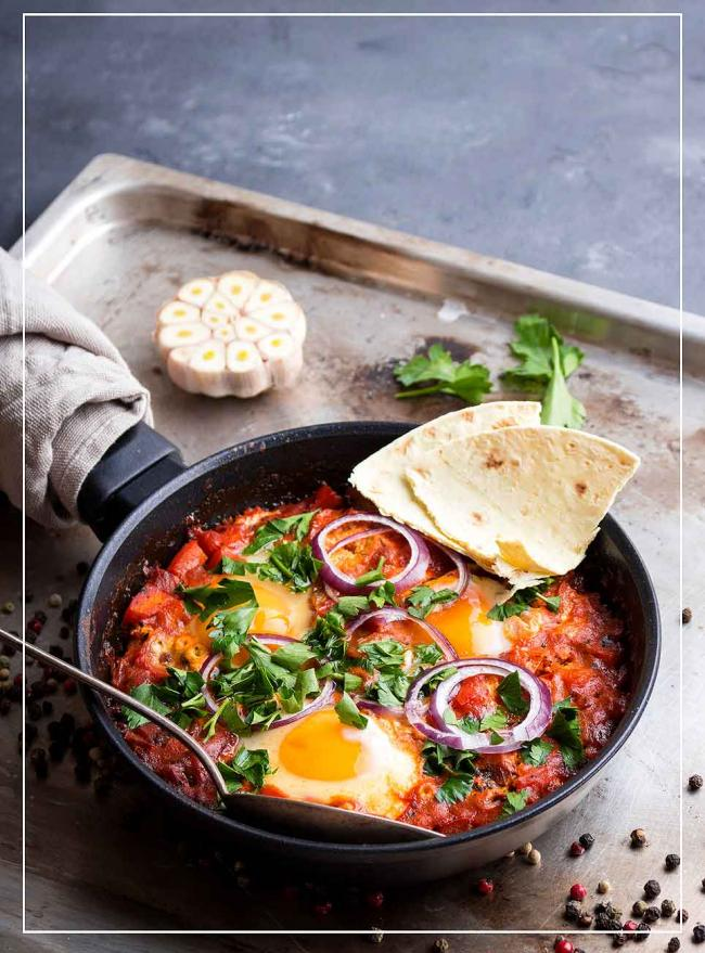 Gebackene Eier in Paprika-Tomaten-Sauce (Shakshuka)