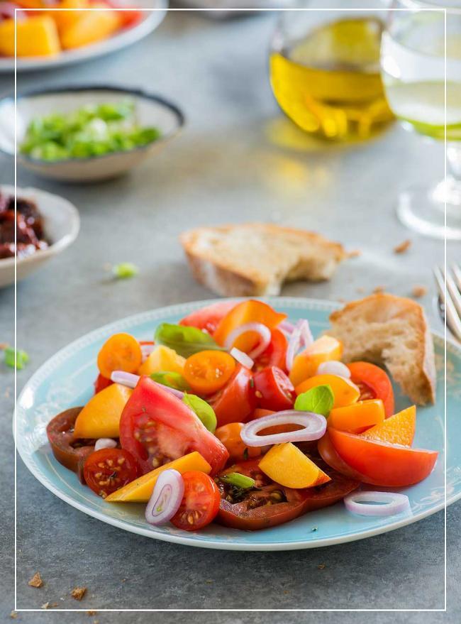 Tomaten-Pfirsich-Salat mit Vanille-Dressing