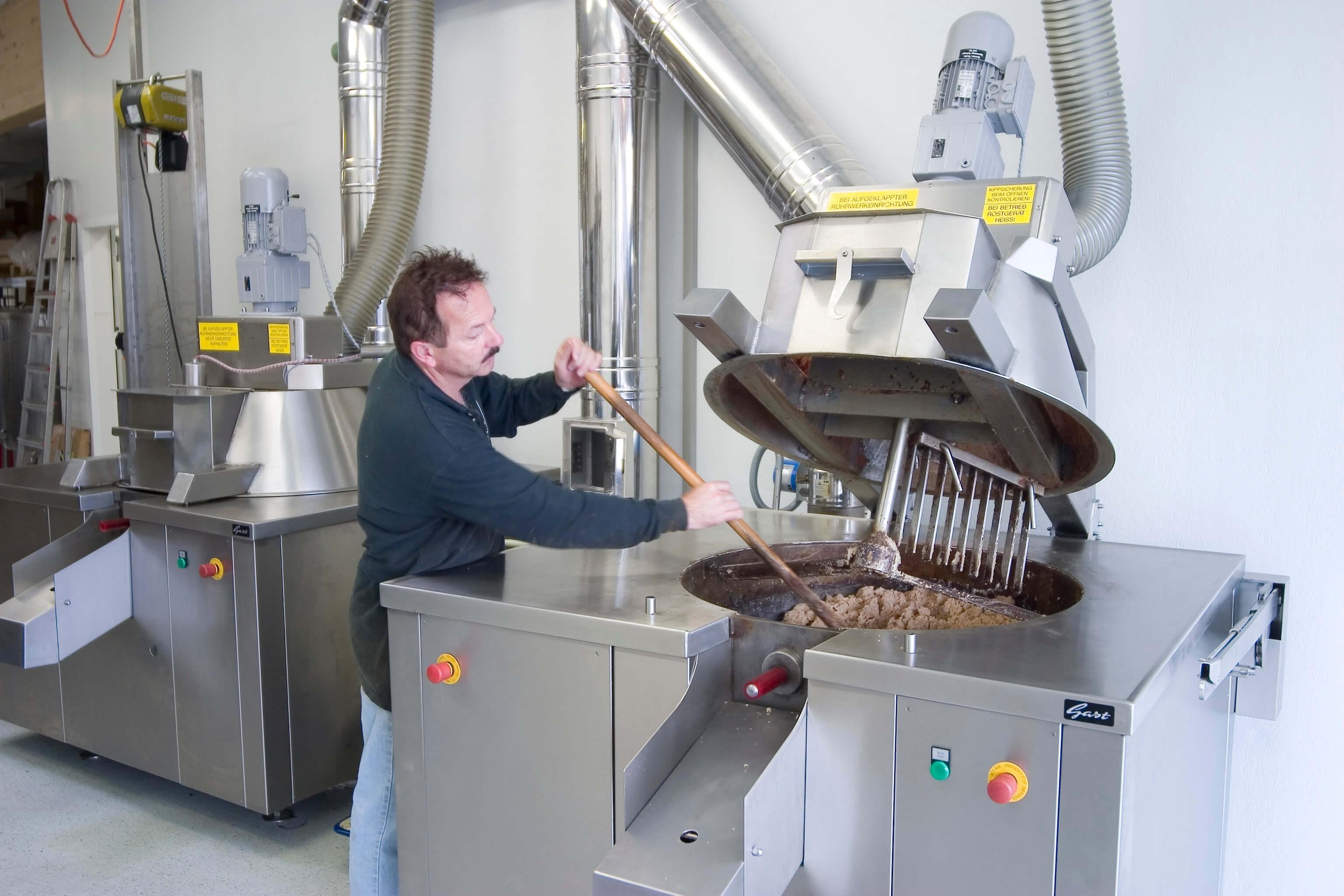 Moderne Pressanalage der Ölmühle Hartlieb