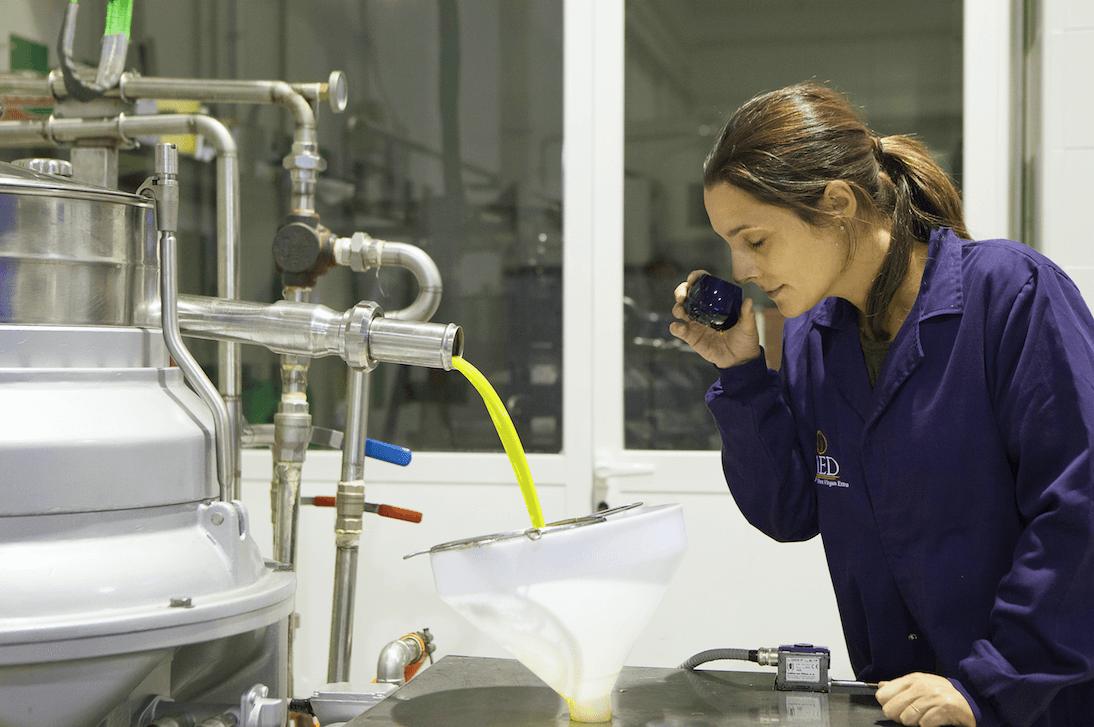 Paola Garcia beim O-MED Qualitätscheck